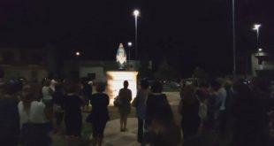 """حشود تتجمع في إيطاليا لرؤية تمثال """"مريم العذراء"""" يبكي دمًا"""