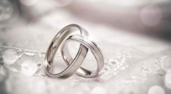 نجمات صدمن العالم بزواجهن من رجال أقل جمالاً وثراءً منهن