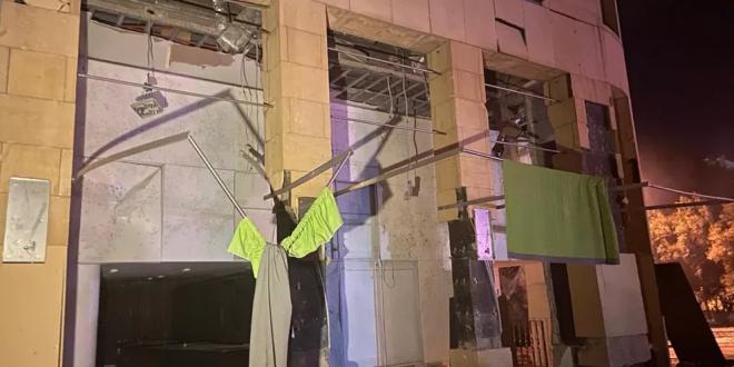 بعد تحطم نوافذ منازل بيروت بانفجار الميناء