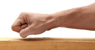 لماذا ندق على الخشب خوفاً من الحسد؟
