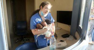 """""""ممرضة بيروت الشجاعة"""" تروي تفاصيل إنقاذها للأطفال الرضع"""