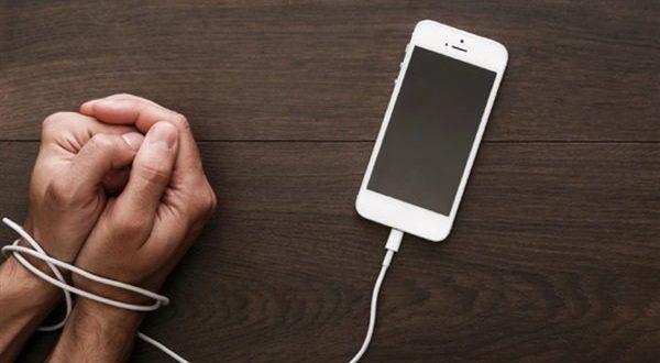 عادات سيئة عند استخدام الهاتف الذكي تهدد حياتك