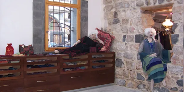 Screenshot 2020 08 16 سيدة ألمانية تشتكي تعرضها للظلم من قبل محافظة دمشق ومسؤول في المحافظة يرد تلفزيون الخبر اخبار سوريا