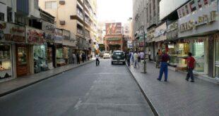 مصري يخلع جميع ملابسه في الشارع في دبي من أجل 550 دولار!