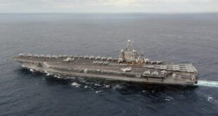 مباراة الموت.. مَن الأقوى عند المواجهة، حاملة الطائرات أم السفينة الحربية؟
