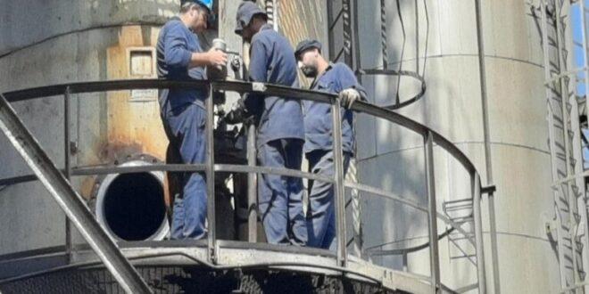 الرئيس الأسد يكافئ عمال مصفاة بانياس مع ترقب استئناف عملها وسط أزمة محروقات خانقة