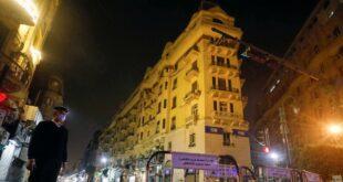 ضبط شاب مصري بأوضاع مخلة مع خالته وابنها يلقيه من الطابق الخامس!