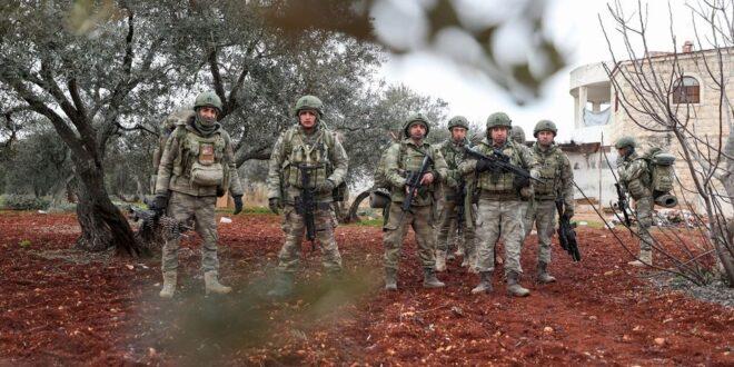 مقتل جندي تركي وإصابة أخر برصاص مجهولين في إدلب
