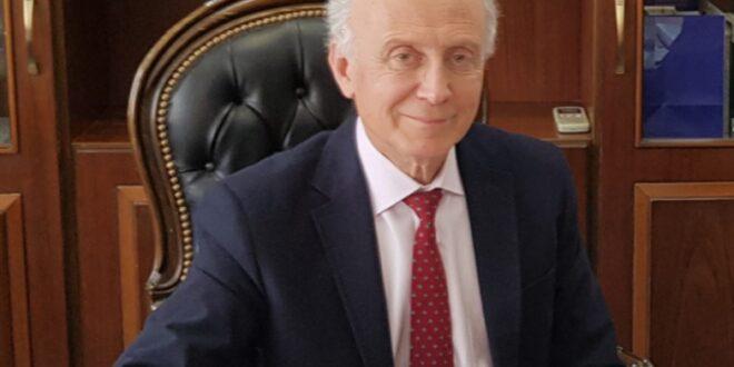 الدكتور نبوغ العوا