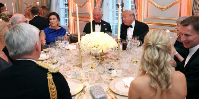 لماذا رفض طلب الرئيس ترامب بأن ينام ليلة في قصر ملكة بريطانيا أثناء زيارته لها؟