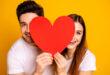 7 علامات تدل على أن زميلك مُغرم بك
