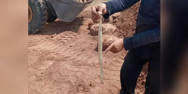 Screenshot 2020 09 04 مزارع في سلمية يعثر على أفعى برأسين متعاكسين تلفزيون الخبر اخبار سوريا