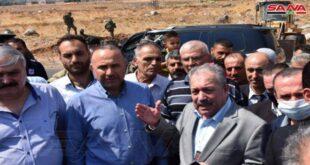 المهندس عرنوس على رأس وفد حكومي يتفقد المناطق التي تعرضت للحرائق بريف حماة الغربي