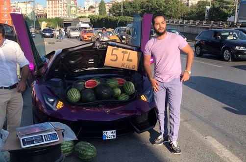 مليونير يبيع البطيخ بسيارة لامبورجيني يثير ضجة على الانترنت