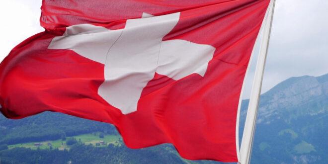 سويسرا تصوت على هدية لكل مواطن من مواطنيها بأكثر من 8300 دولار