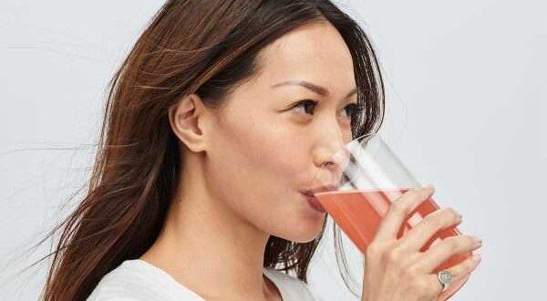 شراب الكولاجين .. هل يعدك ببشرة أكثر شباباً؟