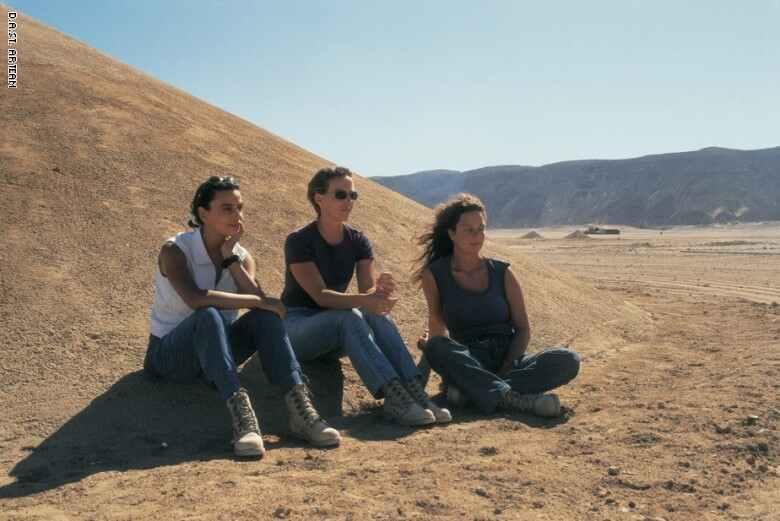 فريق D.A.ST . Arteam في موقع نَفَس الصحراء Desert Breath في عام 1997.