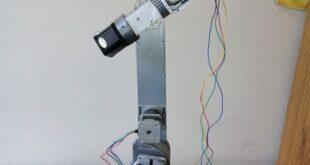طلاب يصممون ذراعاً روبوتية... والصناعة تتبنى المشروع