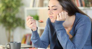 هل مرارة الفم صباحاً أمر مقلق صحيّاً؟