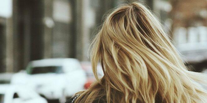 نصائح ذهبية يحتاجها الجميع لتفادي تساقط الشعر في الشتاء