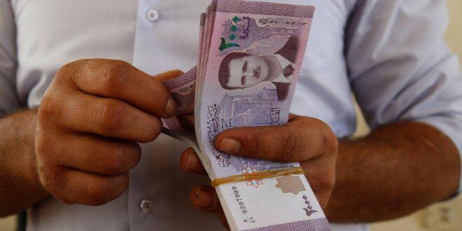 باحث سوري: الحد الأدنى للأجور يجب أن يكون 300 ألف