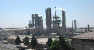 دخان معمل الأسمدة يغلق مدارس بلدة قطينة بريف حمص!!