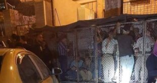 سوريون في الأقفاص على دور الخبز بدمشق!!