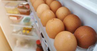 تجنّبوا حفظ البيض في باب الثلّاجة... والّا!