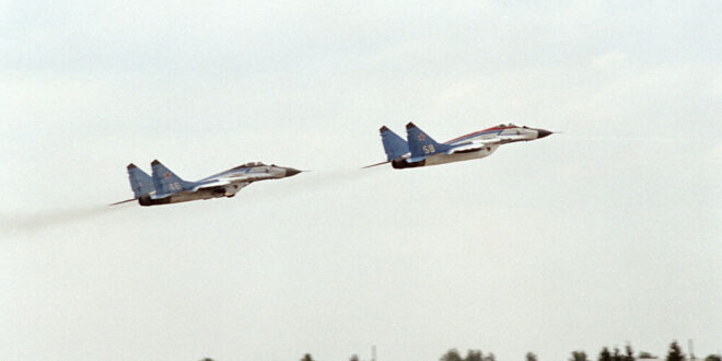 """مواجهة حقيقية بين """"ميغ-25"""" و""""إف-15"""".. من المنتصر؟"""