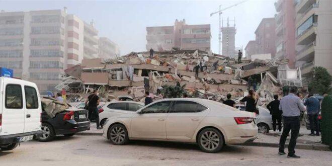 """فيديوهات """"صادمة"""" من الزلزال العنيف الذي ضرب تركيا اليوم.. أبنية منهارة ومياه تغمر الشوارع!"""