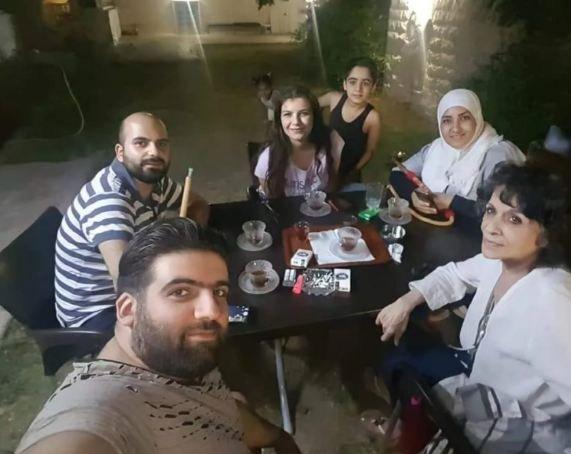 """ضجة بسبب صور """"أم محمود"""" الجديدة.. تعرفوا إلى عائلتها"""
