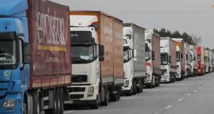 ٧٥ شاحنة منتجات سورية تعبر نحو الأردن يومياً