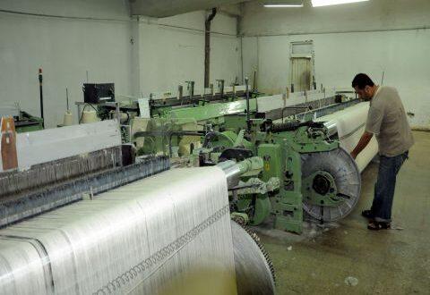 صناعي: توزيع الفيول توقف والإنتاج تراجع 60 بالمئة بعد رفع المازوت
