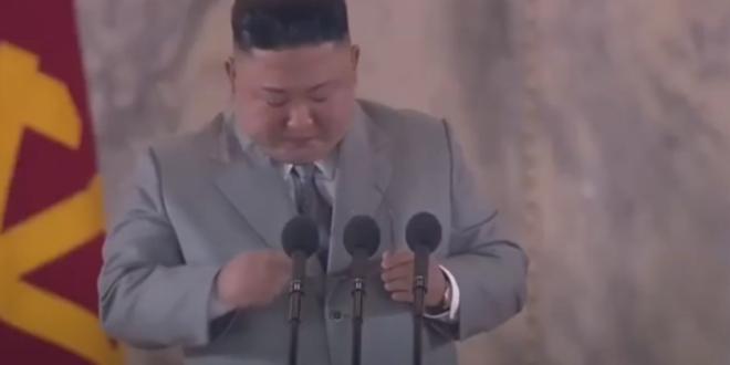 كيم جونغ يبكي أمام شعبه ويعتذر.. شاهد!