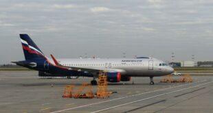أقوى رجل روسي يحرك طائرة.. شاهد!