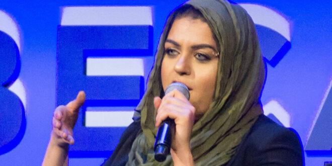 الشرطة تطرد امرأة عربية الأصل ومرشحة للكونغرس من الطائرة.. شاهد!!