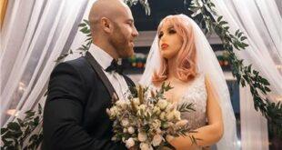 لاعب كمال أجسام شهير يتزوج من «دمية» بعد قصة حب طويلة!!