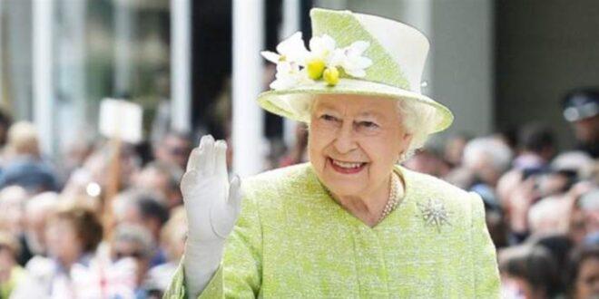 لماذا ترتدي الملكة إليزابيث القفازات دائماً؟