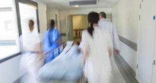 مريضة بالسرطان على فراش الموت تقدم نصائح في الحياة