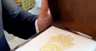 فنانة خليجية تحصل على أغلى صابونة في العالم مصنوعة من الذهب الخالص