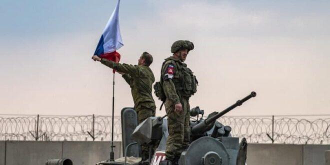 ضباط روس يتفقدون مطار الطبقة غربي الرقة.. ما خطة روسيا القادمة؟