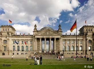 البرلمان الألماني يقترح ترحيل اللاجئين السوريين الخطرين لمناطق درع الفرات!