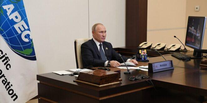 ما سر الدمية الغريبة على مكتب بوتين؟