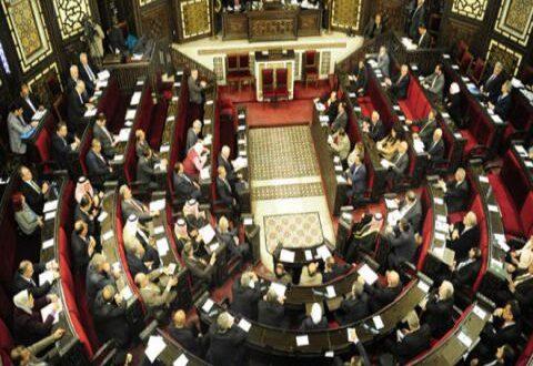 نائب في البرلمان: الحكومة مصرة على خفض مستوى الرواتب والأجور بمشروع قانون الموازنة العامة