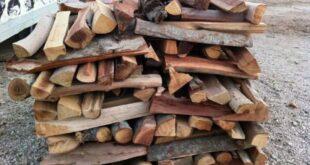 تأخر توزيع مازوت التدفئة وانقطاع الكهرباء يرفعان سعر طن الحطب إلى 80 ألف ليرة
