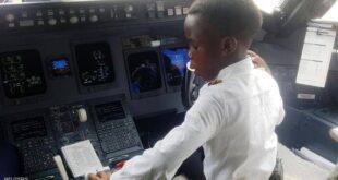 """الكابتن الطفل.. عمره 7 أعوام و""""يحلق بالطائرات"""""""