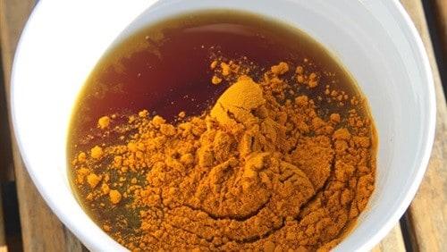 خليط الكركم والعسل.. يقاوم 10 أمراض شرسة