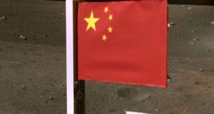 الصين ترفع علمها على سطح القمر