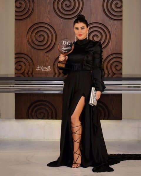 جومانا مراد تلفت الأنظار بفستانٍ أسود جريء.. وتحصد جائزة التميز والإبداع