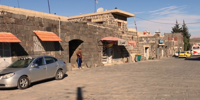 طفل سوري يعمل على بسطة يعيد مبلغاً من المال ويرفض المساعدة